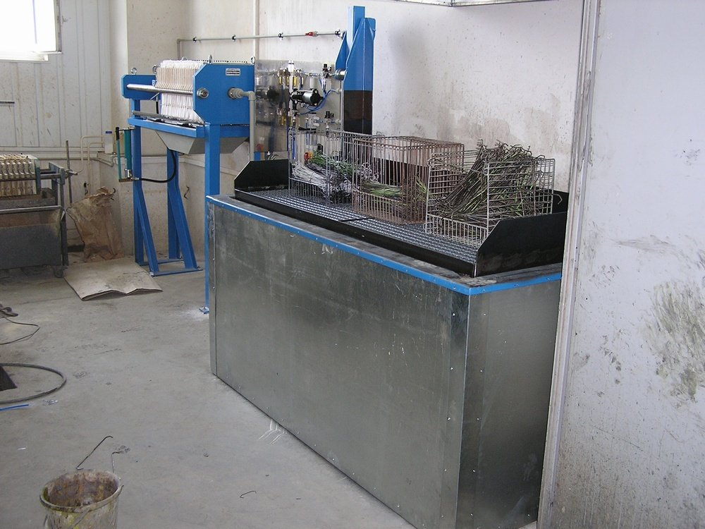 Varnish remover equipment<br />&lt;!--[endif]--&gt;CONTEG Pelhrimov varnish remover equipment with lifting gridiron.